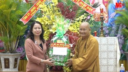 Bí thư Tỉnh ủy Võ Thị Ánh Xuân thăm, chúc mừng Đại lễ Phật đản