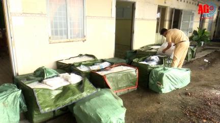 2 đối tượng buôn lậu nhảy xuống sông, bỏ lại hơn 23.000 bao thuốc lá ngoại