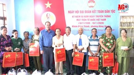 Chủ tịch UBND tỉnh Nguyễn Thanh Bình dự Ngày hội Đại đoàn kết toàn dân tộc tại khóm Đông Thành