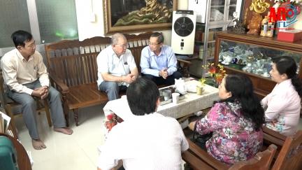 Phó Bí thư Thường trực Tỉnh ủy An Giang Lê Văn Nưng thăm các nhà giáo lão thành