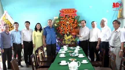 Chủ tịch UBND tỉnh Nguyễn Thanh Bình chúc Giáng sinh tại nhà thờ Chánh toà Long Xuyên