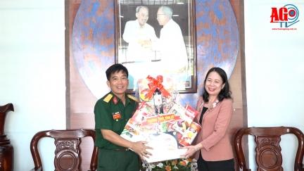 Bí thư Tỉnh ủy An Giang Võ Thị Ánh Xuân thăm, chúc mừng ngày thành lập Quân đội nhân dân Việt Nam