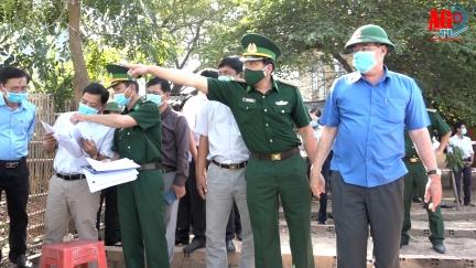 Chủ tịch UBND tỉnh An Giang Nguyễn Thanh Bình khảo sát các điểm sạt lở tại huyện Châu Phú và An Phú