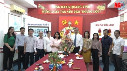 Phó Bí thư Thường trực Tỉnh ủy Lê Văn Nưng thăm, chúc Tết  Báo An Giang