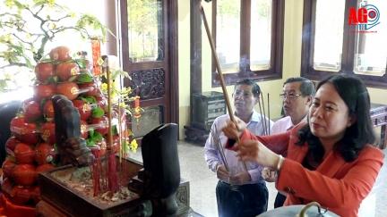 Lãnh đạo tỉnh An Giang dâng hương đền thờ Chủ tịch Tôn Đức Thắng