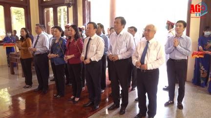 Chủ tịch Quốc hội Nguyễn Thị Kim Ngân viếng Đền thờ Chủ tịch Tôn Đức Thắng