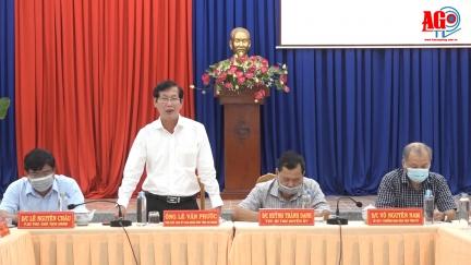 Phó Chủ tịch UBND tỉnh An Giang Lê Văn Phước kiểm tra công tác phòng, chống dịch bệnh COVID-19 huyện Phú Tân
