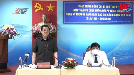 Bí thư Tỉnh ủy An Giang Lê Hồng Quang đến thăm và chúc mừng các cơ quan báo chí nhân ngày 21-6