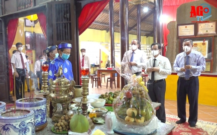 Lãnh đạo tỉnh An Giang viếng, dâng hương tưởng niệm danh thần Thoại Ngọc Hầu
