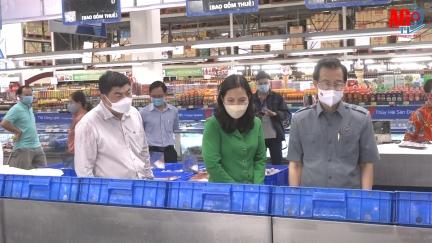 Bí thư Tỉnh ủy An Giang Lê Hồng Quang khảo sát việc cung ứng hàng hóa phục vụ người dân