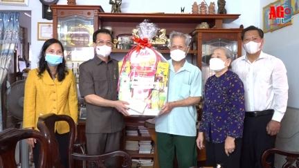Bí thư Tỉnh ủy An Giang Lê Hồng Quang thăm, tặng quà các mẹ Việt Nam Anh hùng và gia đình chính sách tiêu biểu nhân kỷ niệm 74 năm ngày Thương binh - Liệt sĩ