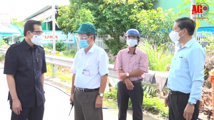 Bí thư Tỉnh ủy Lê Hồng Quang thăm các chốt kiểm soát dịch COVID-19 huyện Chợ Mới