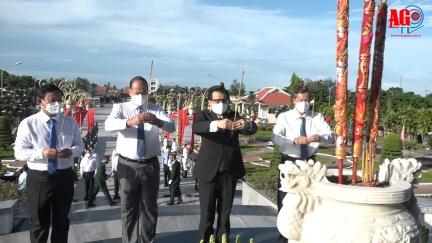 Lãnh đạo tỉnh viếng Nghĩa trang liệt sĩ tỉnh nhân kỷ niệm 74 năm ngày Thương binh - Liệt sĩ 27-7