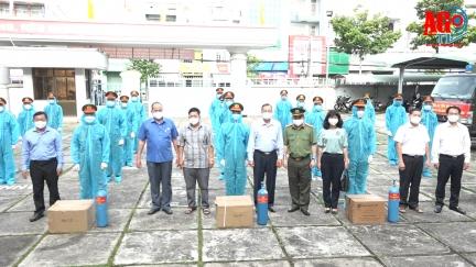 Công an tỉnh An Giang tặng 2.000 bình ô-xy y tế và 50 tấn gạo hỗ trợ phòng, chống dịch COVID-19