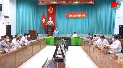Chủ tịch UBND tỉnh An Giang Nguyễn Thanh Bình yêu cầu bà con An Giang xa quê nên ở tại chỗ để được tiêm vaccine và có việc làm