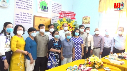 Chủ tịch UBND tỉnh An Giang Nguyễn Thanh Bình chúc mừng ngày Doanh nhân Việt Nam tại Hiệp hội Doanh nghiệp tỉnh