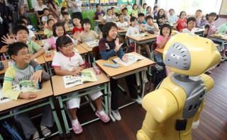 Thầy giáo robot dạy tiếng Anh