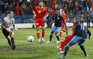 """Montenegro 2-2 Anh: Rooney bị đuổi, """"Tam sư"""" vẫn về đích"""