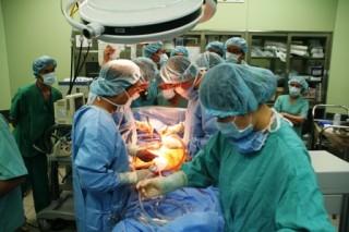 Công trình nghiên cứu được giới thiệu tham dự giải thưởng NTĐV 2011: Ca ghép tim 100% đội ngũ y bác sĩ trong nước - Tự hào và hy vọng