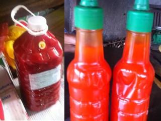 """<font size=""""2"""">Để sản xuất tương ớt giá rẻ, người ta  thường sử dụng các loại hóa chất công nghiệp như chất tạo độ sệt,  phẩm màu, chất bảo quản và đường hóa học…</font>"""