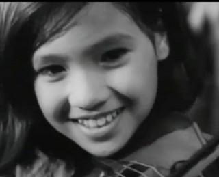 """<font size=""""2"""">Khác xa với vẻ đẹp son phấn sặc sỡ, xúng xính hàng  hiệu của những người đẹp hiện đại, vẻ đẹp phụ nữ Việt Nam khi xưa giản  dị, mộc mạc nhưng vẫn rạng rỡ, đầy sức sống. Hãy cùng nhìn ngắm lại vẻ  đẹp phụ nữ Việt Nam xưa trong điện ảnh.</font>"""