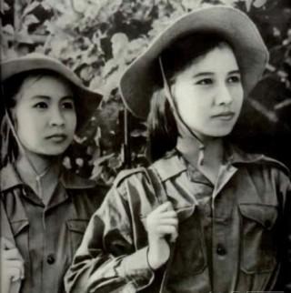 """<font size=""""2"""">Hình ảnh phụ nữ Việt Nam được bạn bè thế giới biết  tới chủ yếu qua những tư liệu về hai cuộc chiến chống Pháp và chống Mỹ.  Từ những cuộc chiến vĩ đại, người phụ nữ Việt Nam đã bước ra mạnh mẽ,  kiên cường- trước thế giới.</font>"""