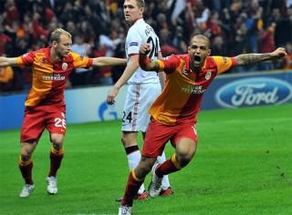 """<font size=""""2"""">Không nằm ngoài dự đoán, MU thua 0-1 trước  Galatasaray. Một kết quả làm hài lòng các CĐV """"máu nóng"""" tại Thổ Nhĩ Kỳ,  trong khi đoàn quân của Alex Ferguson chỉ mất chút ít tiền thưởng.</font><font size=""""2""""> <br></font>"""