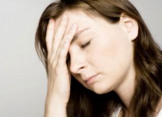 """<font size=""""2"""">Bạn bị đầy hơi, chướng bụng và nghĩ có  thể mình bị viêm, loét dạ dày. Tuy nhiên, với chị em tình huống xấu nhất  có thể là ung thư buồng trứng.</font>"""