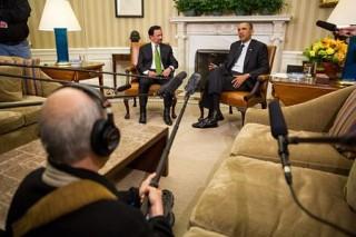 """<font size=""""2"""">Tổng thống Mỹ Barack Obama đã bày tỏ sự ngưỡng mộ  đối với các kỹ năng điều khiển máy bay của Quốc vương Brunei Hassanal  Bolkiah sau khi ông tự lái chuyên cơ tới Mỹ.</font>"""