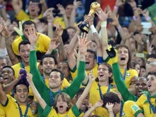 """<font size=""""2"""">Nhờ chiến thắng tại Confederations Cup, Brazil đã  tạo nên một cú đột phá ngoạn mục để trở lại top 10 BXH FIFA. Trong khi  đó, đội tuyển Việt Nam đã bị đánh tụt tới 12 bậc trong tháng 6 và mất  ngôi vị số một khu vực vào tay Thái Lan.</font>"""