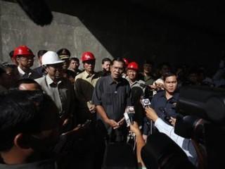 """<font size=""""2""""> Lãnh đạo đảng Cứu nguy dân tộc Campuchia  (CNRP) đối lập Sam Rainsy đã đồng ý đề nghị """"nói chuyện"""" của Thủ tướng  Hun Sen về cáo buộc gian lận trong cuộc bầu cử Quốc hội khóa V.</font>"""