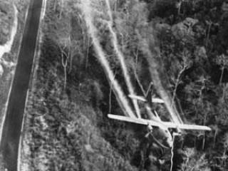 Mỹ dùng máy bay rải chất độc da cam để chở quân