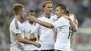 Klose san bằng kỷ lục của Mueller, Đức tiến một bước dài tới Brazil