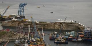 Cận cảnh lật đứng tàu Costa Concordia