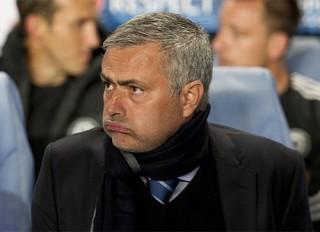 Chelsea 4 trận liên tiếp không thắng: Lỗi của Mourinho hay Abramovich?