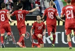 """<font size=""""2"""">Giành được lợi thế lớn trước lượt cuối, Nga và Tây  Ban Nha gần như cầm chắc trong tay ngôi đầu bảng cùng tấm vé chính thức  dự World Cup 2014. Tuy vậy, cả Bồ Đào Nha và Pháp sẽ nỗ lực hết mình để  nuôi chút hy vọng mong manh...</font>"""