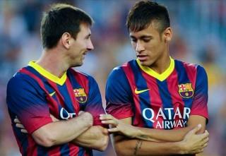 Alves ăn chuối... bẫy, cả đội Barca đeo mặt nạ Levante