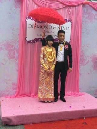 Cô dâu đeo 70 chiếc vòng cổ trong đám cưới xa xỉ của mình