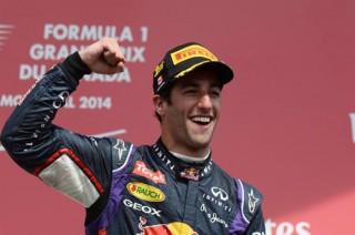 Hamilton bỏ cuộc, Ricciardo bất ngờ thắng chặng Montreal