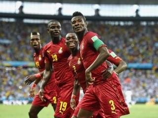 Máy bay Ghana chở 3 triệu USD tiền mặt tiếp sức cho đội nhà