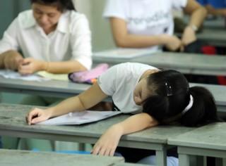 Nhiều thí sinh ngất xỉu, cấp cứu ngay ngày thi đầu tiên