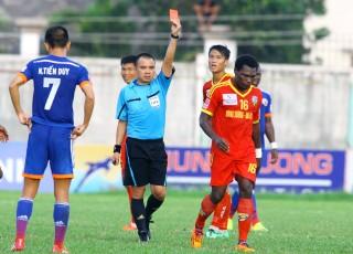 Hùng Vương An Giang- Than Quảng Ninh 1-2,  trận đấu suýt vỡ vì trọng tài
