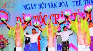 Rộn ràng Ngày hội Văn hóa dân tộc Chăm