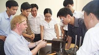 Cấp thị thực nhiều lần cho nhà khoa học về Việt Nam làm việc