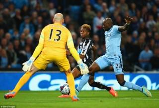 Chơi bạc nhược, Man City thảm bại Newcastle