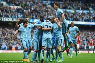 10 người Man Utd sít sao thua Man City