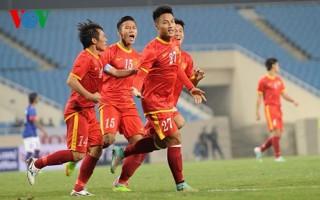 Hàng ngàn người xếp hàng qua đêm mua vé trận bán kết lượt về VN- Malaysia