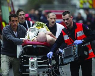 Tấn công khủng bố kinh hoàng giữa thủ đô Paris
