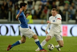 Anh hòa Italy 1-1 khi Rooney sát cánh cùng Kane