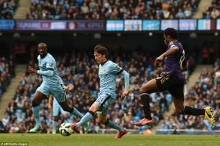 Man City 2-0 West Ham: Áp sát Man đỏ